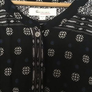 Two by Vince Camuto black dress. Tie drop waist.
